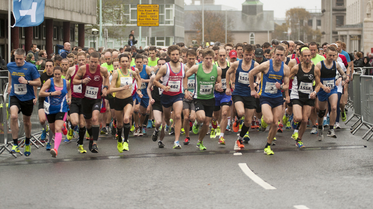 Large crowd of runners, Plymouth 10k